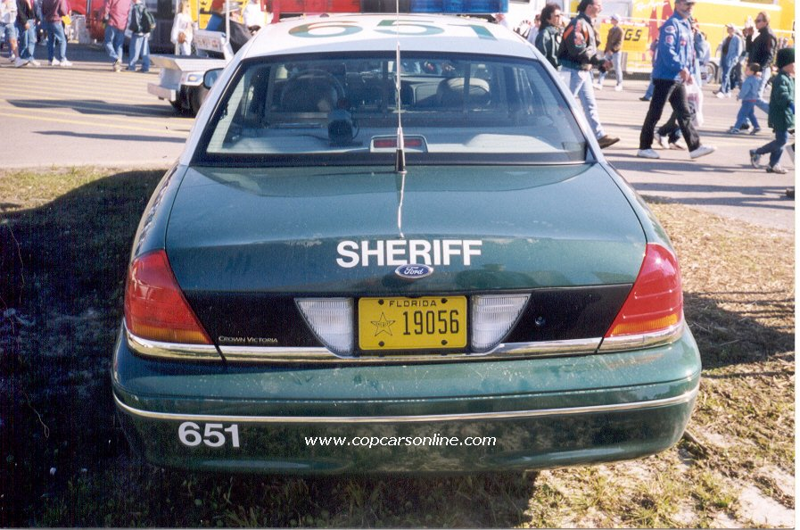 Alachua_County_FL_sheriff_crown_vic1.jpg (152090 bytes)